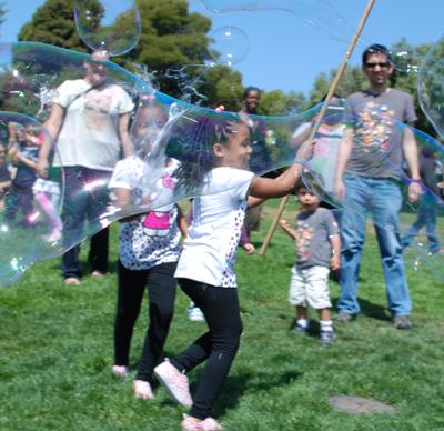 kids-in-bubbles-2-web