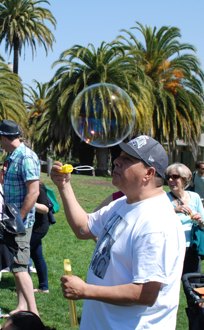 man-bubble-web