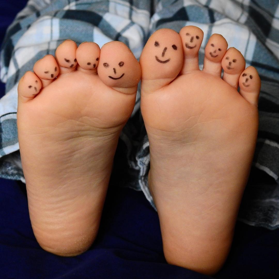 stencil.feet2