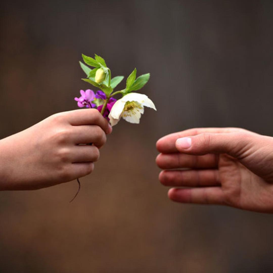 stencil.hand-flower
